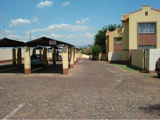 3 Bedroom Sectional Title for Sale For Sale in Rustenburg - Private Sale - MR095204