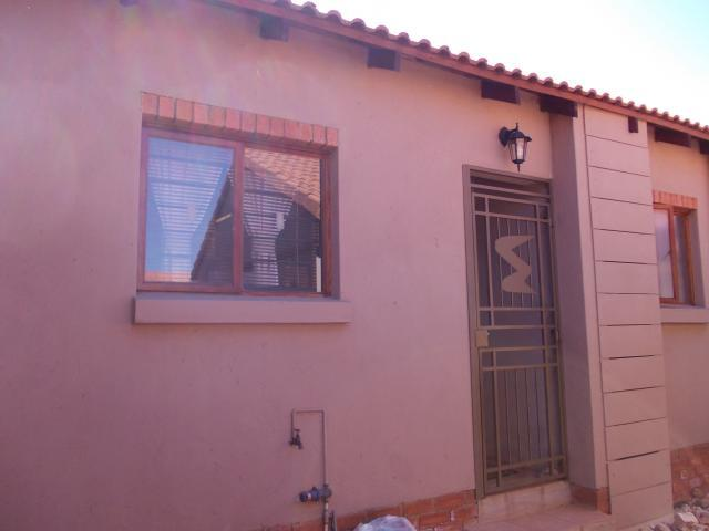 2 Bedroom Sectional Title for Sale For Sale in Rietfontein - Pretoria East - Private Sale - MR095214