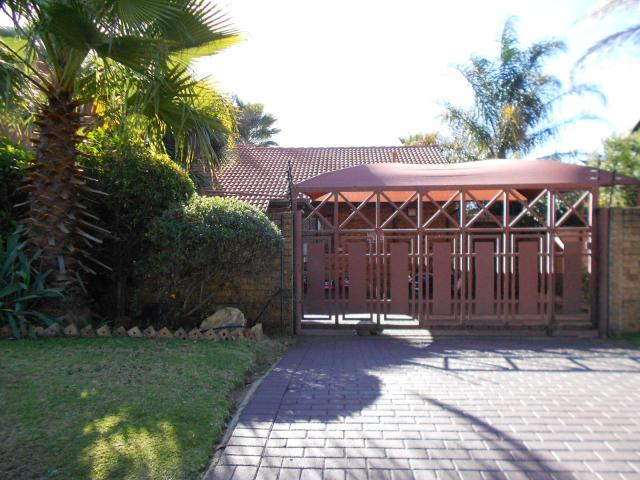5 Bedroom House for Sale For Sale in Marais Steyn Park - Home Sell - MR095325