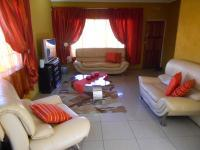 Lounges - 25 square meters of property in Chrisville