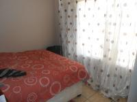 Bed Room 1 - 12 square meters of property in Karenpark