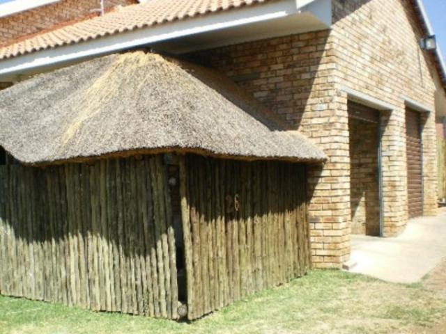 2 Bedroom Simplex for Sale For Sale in Parys - Home Sell - MR095365