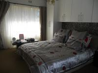 Main Bedroom - 18 square meters of property in Gillview