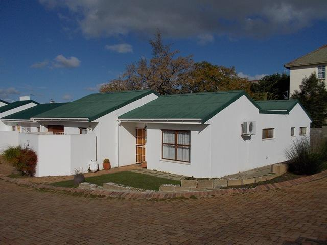 2 Bedroom House for Sale For Sale in Malmesbury - Private Sale - MR095443