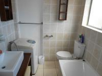 Bathroom 1 - 5 square meters of property in Hermanus