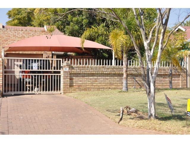 2 Bedroom House for Sale For Sale in Rustenburg - Private Sale - MR095614