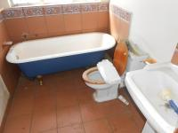 Bathroom 1 - 5 square meters of property in Daspoort