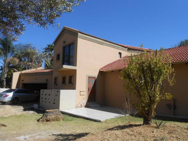 3 Bedroom House for Sale For Sale in Rooihuiskraal - Private Sale - MR095642