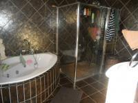 Main Bathroom - 8 square meters of property in Fishers Hill