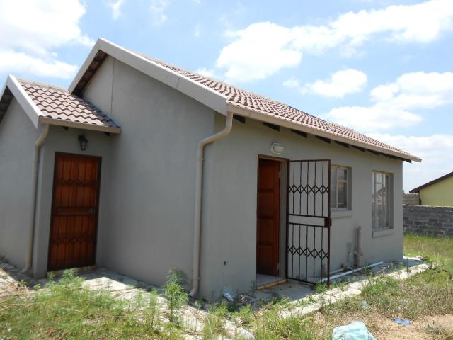 2 Bedroom House for Sale For Sale in Olievenhoutbos - Home Sell - MR095705