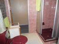 Bathroom 2 - 3 square meters of property in Brackenhurst