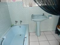 Bathroom 1 - 5 square meters of property in Brackenhurst
