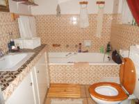Main Bathroom - 3 square meters of property in Brackenhurst