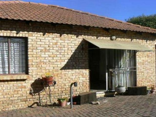 2 Bedroom Sectional Title For Sale in Witpoortjie - Home Sell - MR095779