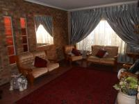 Lounges - 32 square meters of property in Karenpark