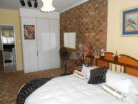 Bed Room 1 - 21 square meters of property in Karenpark