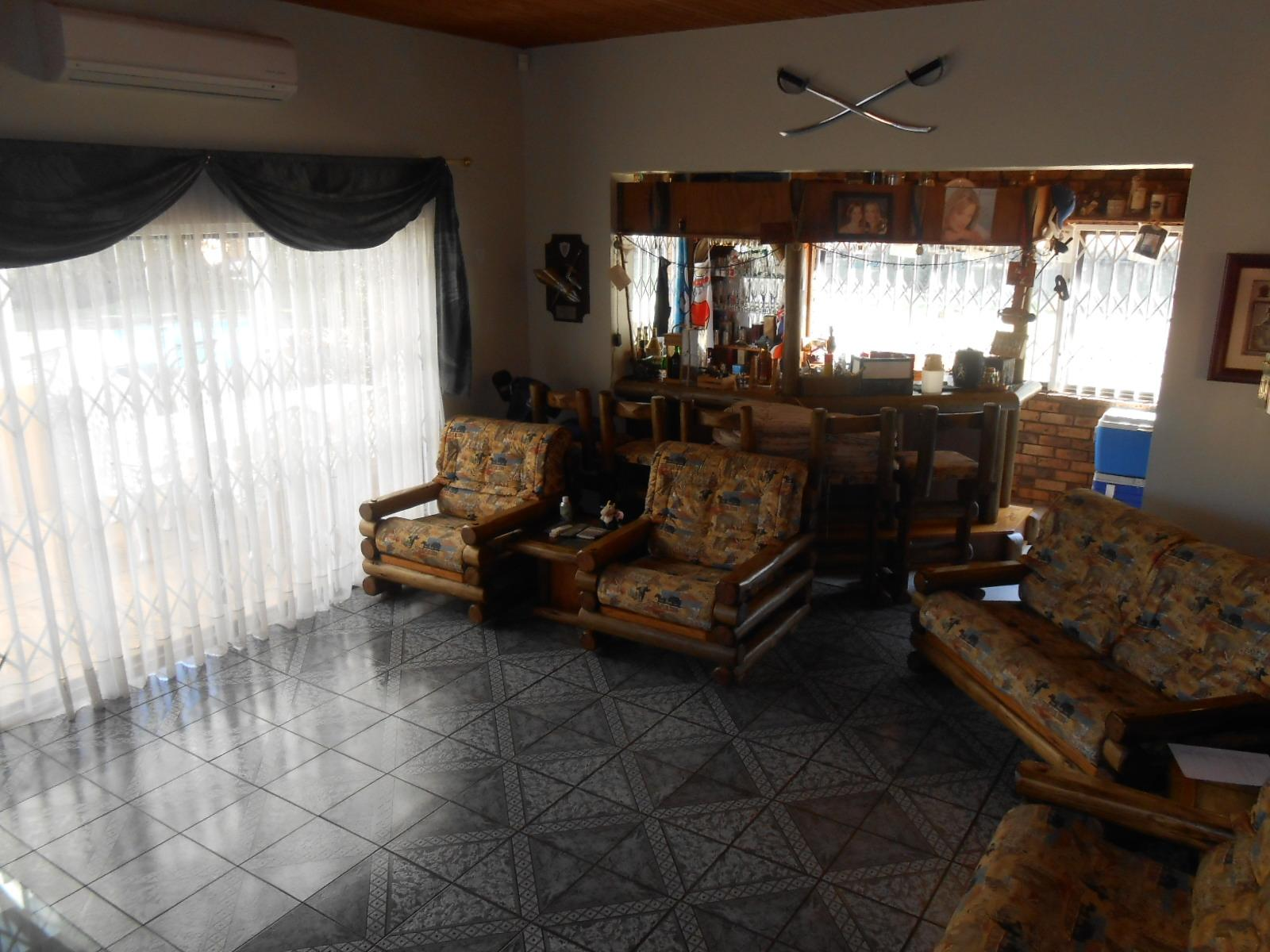 Lounges - 78 square meters of property in Magaliesmoot AH