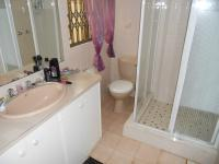 Bathroom 1 - 5 square meters of property in Knysna