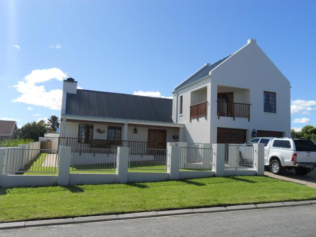 4 Bedroom House for Sale For Sale in Herolds Bay - Private Sale - MR095870