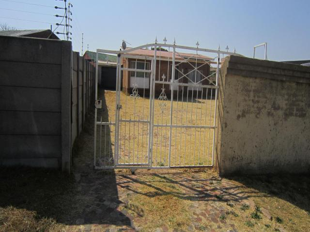 Standard Bank EasySell 2 Bedroom House for Sale For Sale in Claremont - JHB - MR095885