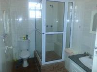 Main Bathroom of property in Humewood