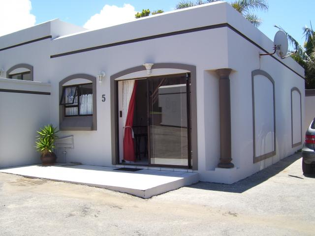 2 Bedroom Sectional Title for Sale and to Rent For Sale in Jeffrey's Bay - Home Sell - MR095888