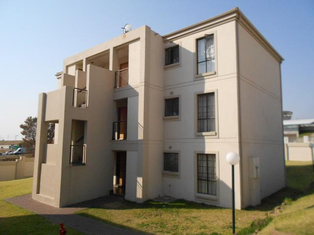 2 Bedroom Sectional Title For Sale in Midrand - Private Sale - MR095973