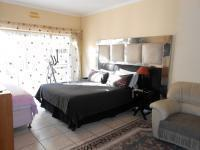 Main Bedroom - 23 square meters of property in Birchleigh North