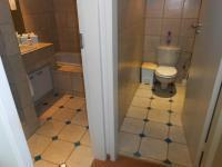 Bathroom 1 - 2 square meters of property in Muckleneuk