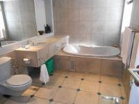 Main Bathroom - 14 square meters of property in Muckleneuk