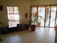 Spaces - 437 square meters of property in Noordheuwel
