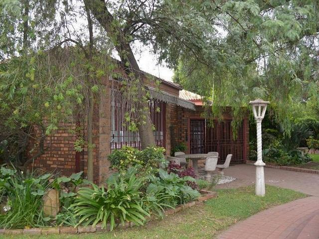 6 Bedroom House For Sale in Emalahleni (Witbank)  - Private Sale - MR096064