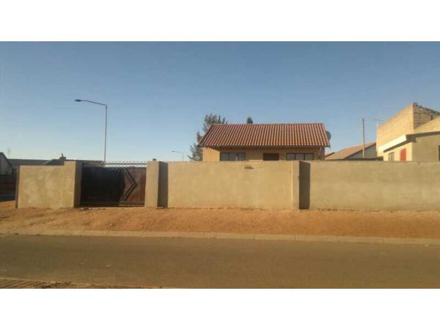 2 Bedroom House For Sale in Kagiso - Home Sell - MR096085
