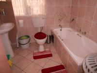 Main Bathroom - 6 square meters of property in Mulbarton
