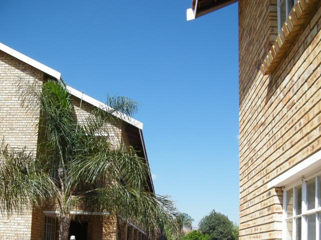 2 Bedroom Apartment for Sale For Sale in Rustenburg - Home Sell - MR096138
