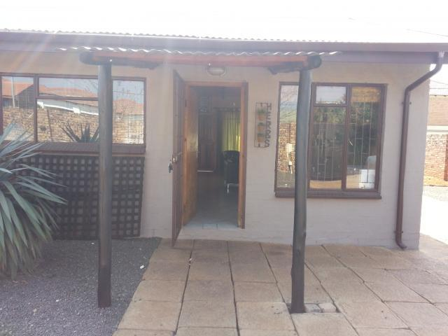 2 Bedroom House For Sale in Middelburg - MP - Home Sell - MR096146
