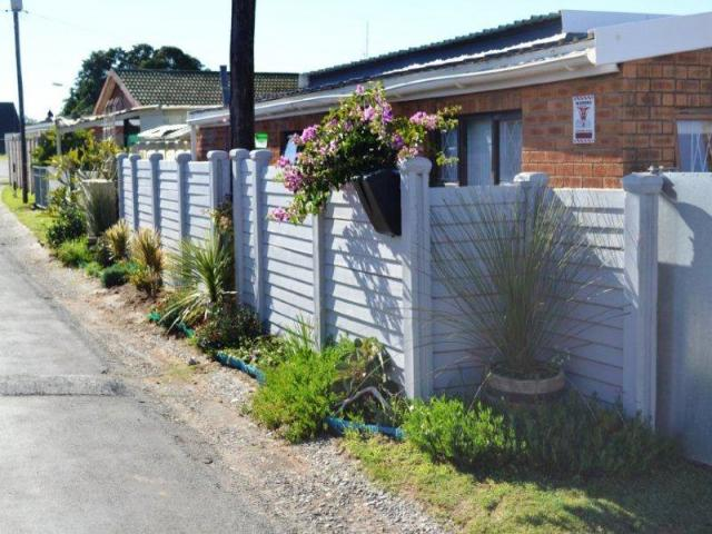 3 Bedroom Sectional Title for Sale For Sale in East London - Private Sale - MR096152