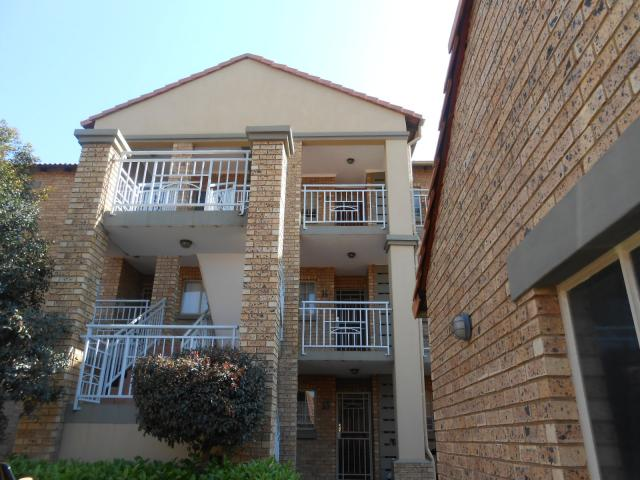 2 Bedroom Sectional Title for Sale For Sale in Die Hoewes - Private Sale - MR096153