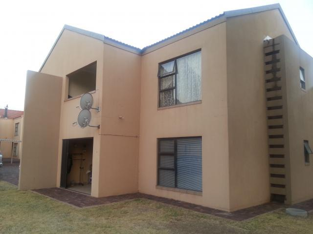 2 Bedroom Apartment For Sale in Sasolburg - Home Sell - MR096197