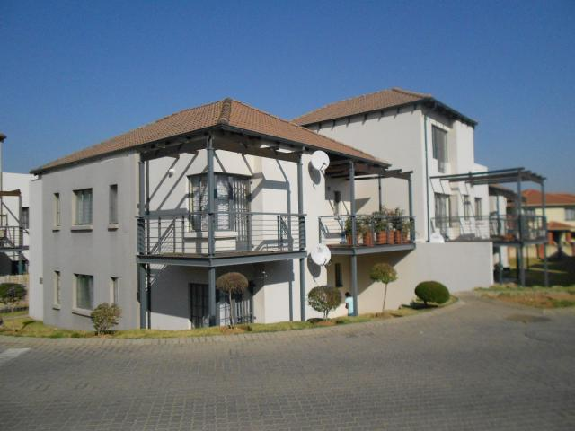 2 Bedroom Apartment for Sale For Sale in Douglasdale - Private Sale - MR096251
