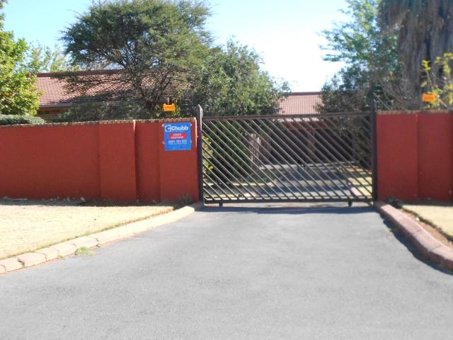 4 Bedroom House For Sale in Krugersdorp - Private Sale - MR096271