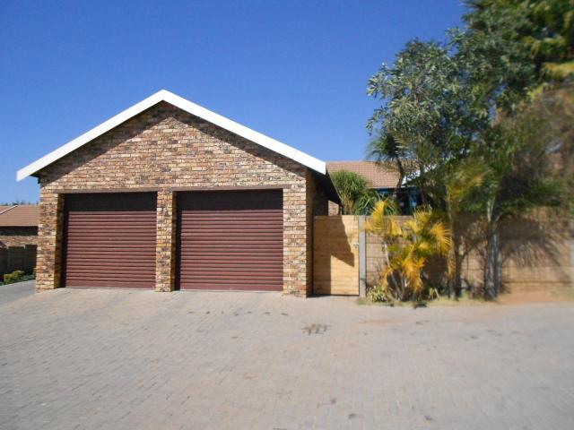 2 Bedroom Sectional Title For Sale in Radiokop - Home Sell - MR096345