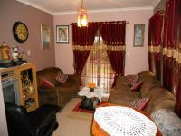 Lounges - 15 square meters of property in Somerset Park