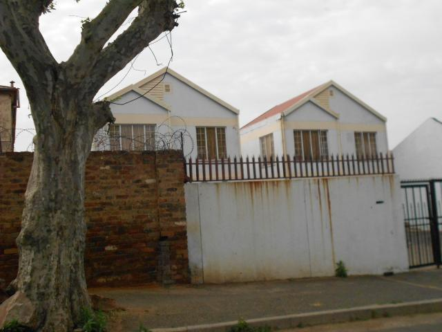 2 Bedroom Apartment For Sale in Jeppestown - Home Sell - MR096366