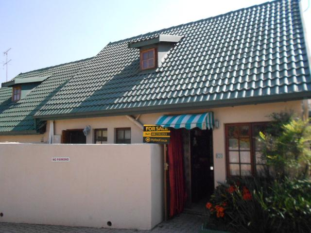 2 Bedroom Duplex for Sale For Sale in Weltevreden Park - Private Sale - MR096393