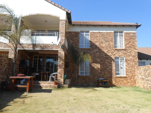 2 Bedroom Sectional Title for Sale For Sale in Moreletapark - Private Sale - MR096410