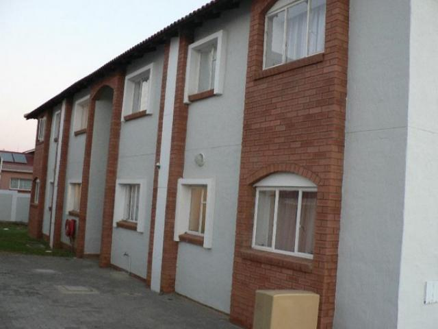 Standard Bank EasySell 3 Bedroom Apartment for Sale For Sale in Rensburg - MR096466