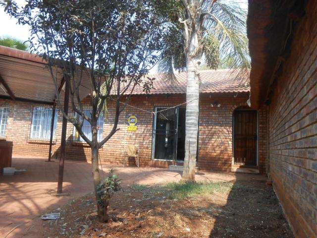 5 Bedroom Duet for Sale For Sale in Doornpoort - Private Sale - MR096480