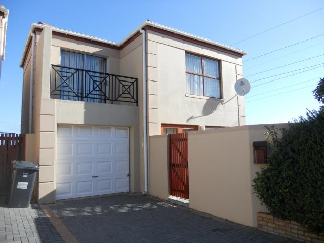 3 Bedroom Duplex for Sale For Sale in Parklands - Home Sell - MR096528