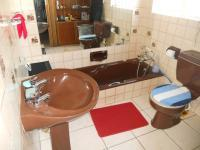 Main Bathroom - 6 square meters of property in Oudtshoorn